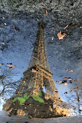 Reflets // Reflection (erichudson78) Tags: france iledefrance paris7ème champdemars canoneos6d canonef24105mmf4lisusm reflection reflets toureiffel wideangle grandangle eau water