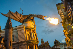 Universal Studios, Orlando, 2017 (imageneer) Tags: usa universal sunset magic dragon a7 wizarding alley harrypotter diagon gringotts diagonalley universalorlando sel2870 fire orlando sony