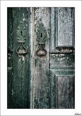 Puertas al tiempo (V- strom) Tags: abandonado abandoned viejo old puerta door cerradura lock madera wood verde green hierro iron portugal desconchado viaje travel recuerdo memory nikon nikon2470 nikond700 texturas textures