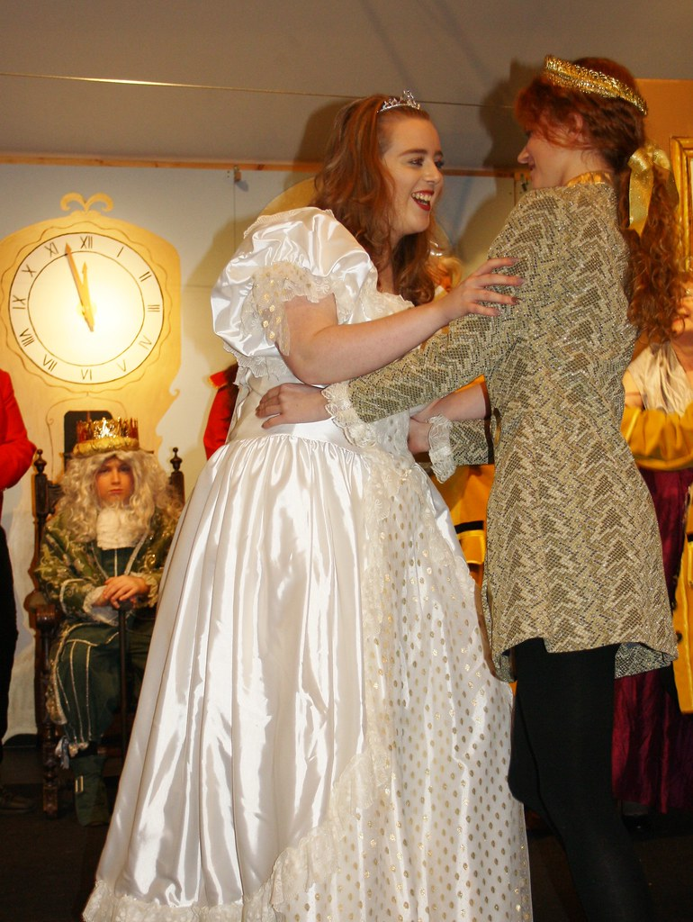 Cinderella and prince dancing with king