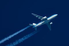 KLM Boeing 777-206(ER) PH-BQG (Thames Air) Tags: klm boeing 777206er phbqg contrails telescope dobsonian overhead vapour trail