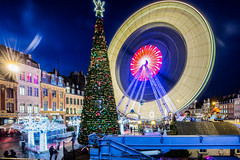 Xmas wheel / Rijsel (Lille) 2017 (zilverbat.) Tags: france xmas wheel image innercity centrum square frankrijk stadt bild longexposurebynight lenight nightphotography nightlights nightshot zilverbat citylife city timelife town travel tripadvisor visit rad culture kerstmis buildings night kerstboom urban urbanvibes afterdark dark bluehour blue