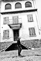 walking (jazzfoto.at) Tags: sonyrx100m3 rx100m3 rx100miii sonyrx100iii sonydscrx100iii dscrx100iii sw bw schwarzweiss blackandwhite blackwhite noirblanc bianconero biancoenero blancoynegro italien italia italy itálie urlaub feriado semester dovolená vacation vacances loma vacanza święto odmor alteshaus pretoebranco