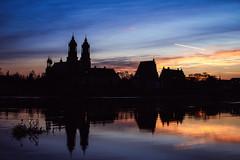 Flood (ewitsoe) Tags: poznan cathedral katedra church sunrise dawn sun winter ewitsoe canon eos 6dii rver warta swollen flood walking landscape silhouette city urban catholic