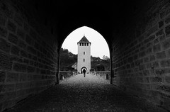 (cherco) Tags: lonely light luz medieval man cahors france tower torre bridge puente stone blackandwhite blancoynegro composition composicion canon city ciudad calle street vanishingpoint solitario solitary silhouette silueta shadow sombra suelo exit arquitectura architecture