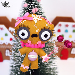 Zombie gingerbread girl (Ana Camamiel) Tags: zombie gingerbread ornament christmasornaments handmadeornament handmade gingerbreadornament camamiel xmasornament adornonavidad adorno navidad xmas christmas