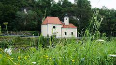 Kamptal_17 (rhomboederrippel) Tags: rhomboederrippel fujifilm xe1 august 2017 europe austria loweraustria waldviertel kamp kamptal river kamegg grass chapel green