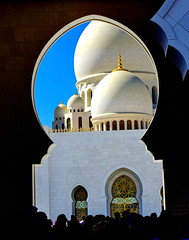 Domes of Sheikh Zayed Mosque (peggyhr) Tags: sheikhzayedmosque backlit marble gold archway domes nov222017 framed dsc01368ab abudhabi uae sonydschx80 thegalaxy super~sixbronze☆stage1 thelooklevel1red thelooklevel2yellow thelooklevel3orange thelooklevel4purple