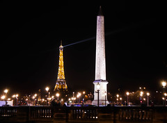 Plein phare sur l'Obélisque (Loanne Lo ou Lolo) Tags: toureiffel paris obelisque concorde placedelaconcorde monument monuments monumentdeparis