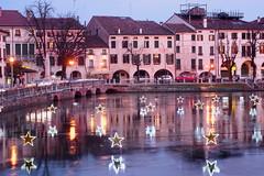 Treviso (stgio) Tags: treviso italy veneto scorcio riflesso tramonto rosa centro storico natale luci lucidinatale stelle star landscape paesaggio sunset fiume river reflection