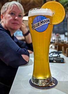 Pint of Blue Moon Belgium White Beer ( Blue Moon Pub) Valencia ( Fujifilm X70 28mm f2.8 Compact) (1 of 1)