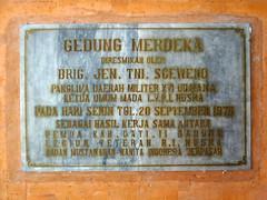 Gedung Merdeka Plakat (Ya, saya inBaliTimur (using album)) Tags: prasasti building gedung denpasar bali