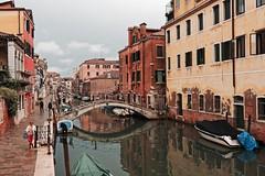Venezia / Fondamenta de la Sensa (Pantchoa) Tags: venise italie sensa rio fondamenta nuages pluienikon d7200 architectue façades pont odeitrasti quais vénétie tokina 1228mmf4 canal reflets