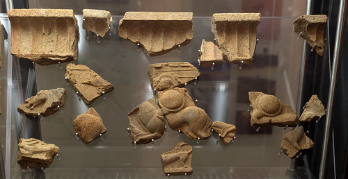 Archaic terracotta revetment plaque from Caprifico: galloping horsemen 2