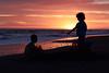 Para vos (luenreta) Tags: 7dwf landscape niños infancia sunset orange sun games