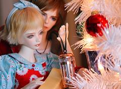 Christmas helpers! (assamcat) Tags: aurora dollmore zaoll zaolluv callen iplehouse bjd abjd christmas canon macro