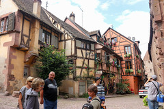Vacances_0296 (Joanbrebo) Tags: riquewihr grandest francia fr hautrhin alsace cityscape streetscenes street carrers calles canoneos80d eosd efs1855mmf3556isstm autofocus arquitectura edificios edificis buildings gente gent people peopleandpaths