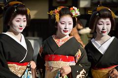 新年挨拶回り (byzanceblue) Tags: kyoto maiko geiko geisha kimono black white red formal woman girl female cute lady beautiful japanese japan nikkor d850