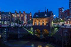 Fleetschloesschen (josef152) Tags: night water city castle hamburg langzeitbelichtung nachtaufnahme