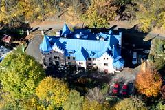 Blue roof (Luftknipser) Tags: eger land renemuehlmeier herbst luftbild tschechien aerial airpicture cz cheb fotohttprenemuehlmeierde laubfarben luftaufnahme mailrebaergmxde autumn bunt vonoben