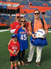 2016_T4T_University of Florida 120 (TAPSOrg) Tags: taps tragedyassistanceprogramsforsurvivors teams4taps gainesville florida universityofflorida football collegefootball salutingthosewhoserve survivors 2016 military outdoor vertical redshirt footballfield group family player posed male woman boy kid child jersey