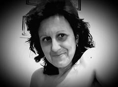 Estoy feliz ! I am happy. (elena m.d.) Tags: bn monocromo selfie elena