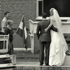 Couples (Bernhardt Franz) Tags: couple brautpaar fotoshooting container people flag ship site blackandwhite bw street canal personen qualm wedding smother