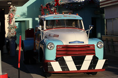 Disney's Hollywood Studios - Oscar's Super Service (osubuckialum) Tags: classic chevy truck towtruck disney disneyshollywoodstudios 2017 orlando fl florida oscarssuperservice 1949 49 chevrolet 6400 blue white klondike5320 happymotoring vacation