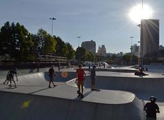 Domingo radical de sol (fotojornalismoespm) Tags: skate skater skatistas parque capacete grupo jovens adolescentes pistadeskate sol parquedajuventude sãobernardodocampo sãopaulo brasil amandakrainer