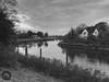 Das Haus an der Stör (Fotofabrik Itzehoe) Tags: lila stör itzehoe haus fluss schleswigholstein holstein kreissteinburg malzmüllerwiesen delftorbrücke schwarzweis