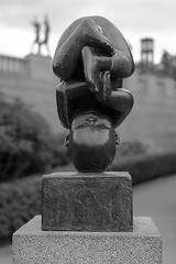 Viegelandsparken, Oslo (K.Pihl) Tags: norway autumn oslo canon50mmf18 canoneos500nneweoskisseosrebelg vigelandsparken sculpture kodakektra100 analog film
