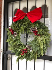 2017-12-23  Warmest greetings from our house to yours (jjjj56cp) Tags: christmas wreath christmaswreath decor christmasdecor greenery merrychristmas iphone jennypansing