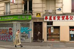Paris 10ème - Paris (France) (Meteorry) Tags: europe france idf îledefrance paris spaceinvader spaceinvaders invader invaderwashere mur wall street rue art artderue pixels pa991 reactivation reactivated 75010 man homme candid arab muslim sneakers graffiti tagging facade façade chinese boulevarddelavillette ruedesambreetmeuse fraîcheur june 2017 meteorry