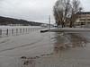 Hochwasser in Koblenz - Januar 2017 (onnola) Tags: koblenz rheinlandpfalz deutschland rhinelandpalatinate germany rhein rhine fluss river hochwasser überschwemmung flood weg strase uferweg riverside geländer railing