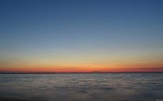 Endlessly (KOSTAS PILOT) Tags: greece westpeloponese achaia patras horizon ionion mediterranean sea seasurface sky seawall colors twilight dusk sony sonyhx60 longexposure goldenlight goldenhour kostaspilot patraikos coast beach blue ελλάδα πελοπόννησοσ αχαιασ πατρα λυκόφωσ παραλιαπατρων ιονιον μεσογειοσ θαλασσα ουρανόσ οριζοντασ κυματοθραυστησ μπλε χρωματα seacape