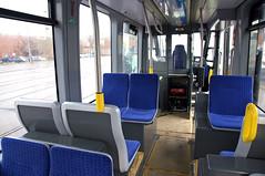 Durch schmalere Sitze auf der Türseite ist ein etwas breiterer Durchgang über den Drehgestellen ermöglicht worden (Frederik Buchleitner) Tags: 2501 avenio betriebshof betriebshof2 munich münchen siemens strasenbahn streetcar twagen t4 tram trambahn