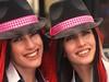 Chapeau, les jumelles ! (Edgard.V) Tags: beauty beleza bellezza beauté female femmes filles donne femine mulheres garotas moças sexu linda bonita beautiful bella chapeau chapeu capello hat panama rousse ruiva redhead russa jumelles gemeas gemelli twins soeur irmã sister sexy