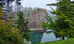 Gondola a Peschiera (LorenzD92) Tags: gondola peschiera fortezza veneziana