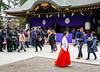witch is busy (sapphire_rouge) Tags: kimono 東京 振袖 shrine 着物 晴着 lady tokyo 大國魂神社 fuchu wichi 府中 japan