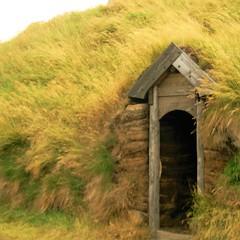 Eiríksstaðir (little_frank) Tags: eiríksstaðir erikthered house haukadalur iceland vesturland door viking norse homestead eiríkrþorvaldsson farm eiriksstadir openairmuseum longhouse eiríksstaðanefnd