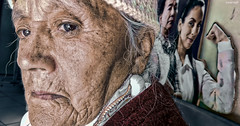 Mofa (Berly Fuster [Theretsuf]) Tags: anciana abuela vieja joven señora juventud arrugas tiempo edad mofa old woman grandmother young mrs youth wrinkles weather age mockery personnes âgées grandmère vieux jeune madame jeunesse les rides temps âge moquerie kevinncajaleon berly kevin fuster cajaleon