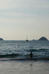 Blue (cielopedernal) Tags: ixtapa zihuatanejo mexico méxico beach playa places sunset atardecer cielo sky animal animales animals reptil reptile iguana cangrejo arena sea sand ocean oceano mar blue crocodile cocodrilo