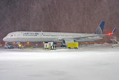 N57852 Continental 757-324 at KCLE (GeorgeM757) Tags: n57852 757324 continental boeing 757 kcle clevelandhopkins snow nightairplane aircraft airplane aviation airport georgem757 weather