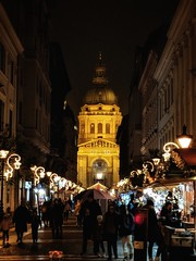 Christmas Market at St. Stephen's Basilica, Budapest (Skip Plitt) Tags: pixel2 teampixel googlepixel2 ststephensbasilica budapest christmasmarket