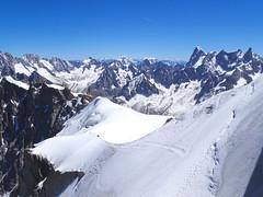 View Vallée Blanche Ridge and Vallée Blanche. Aiguille du Midi. France. (elsa11) Tags: aiguilledumidi grandesjorasses valléeblanche ridgevalléeblanche montblancmassif hautesavoie rhonealps france frankrijk alps alpen mountains glacier gletsjer gletscher panorama