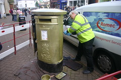 Painting a Royal Mail letter box gold. Derby Street Leek. (Yesteryear-Automotive) Tags: olympics 2012 leek staffordshire anna watkins rowing gold royal mail letter post box