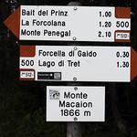 Wegweiser auf dem Monte Macaion thumbnail