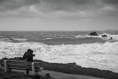 Le souffle vivifiant du grand large... (De l'autre côté du mirOir...) Tags: océan plage eau mer ciel personne littoral vagues grandlarge bretagne breizh brittany bzh fr france french nikon nikkor d810 nikond810 noiretblanc noirblanc nb blackwhite bw négroyblanco monochrome 7002000mmf28 locquirec finistère 29 legr®34