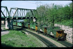 BN caboose convoy on the Gooseneck, Kansas City, Missouri 06 May 1990 (redfusee) Tags: bn