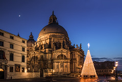 Christmas in Venice (Photography by Julia Martin) Tags: photographybyjuliamartin christmasinvenice salute newmoon christmaslights magical oldlamps venicelamps venezia yuletide nightimeinvenice